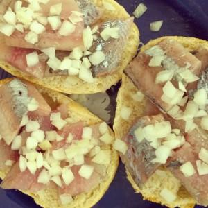 Broodje haring met ui